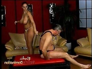 Lusty stunner Gianna Michaels really enjoys spanking a latex clad stallion