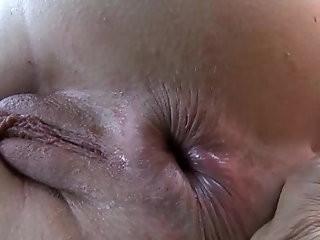 Solo booty hottie gets herself off